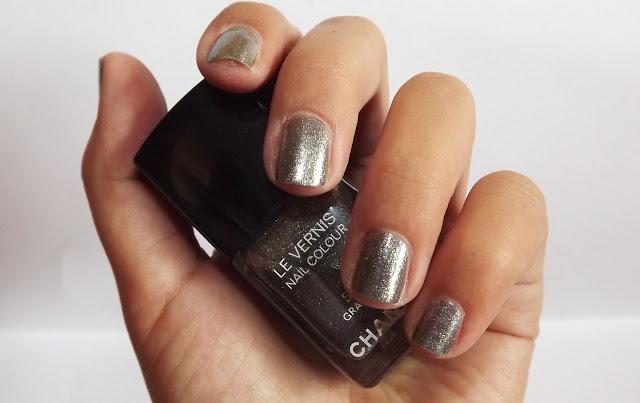 unghie: smalto chanel graphite